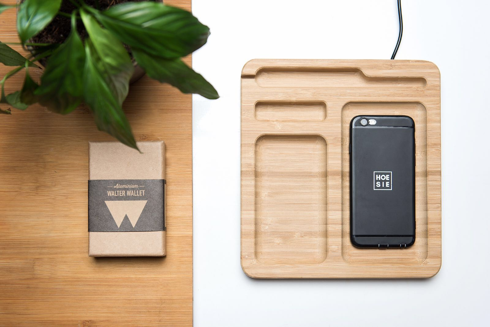 33ce55fab1f Walter Bamboo Dock met Wireless Charger - Walter Wallet - hoesie.nl