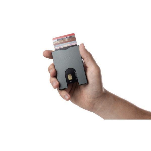 walter-wallet-slim-wallet-gunmetal-hand