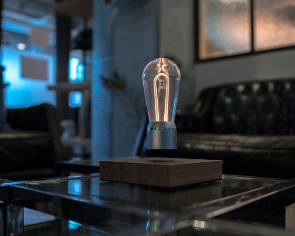 flyte-nikola-zwevende-led-lamp-hout-hoesie.nl