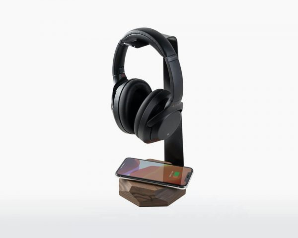 oakywood-2-in-1-koptelefoonstandaard-walnoot-hout-oplader-headphone-stand-and-charger-walnut-hoesie.nl