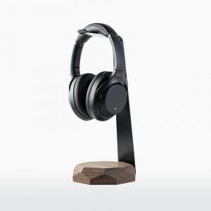 oakywood-2-in-1-koptelefoonstandaard-walnoot-hout-oplader-headphone-stand-and-charger-walnut-hoesie.nl