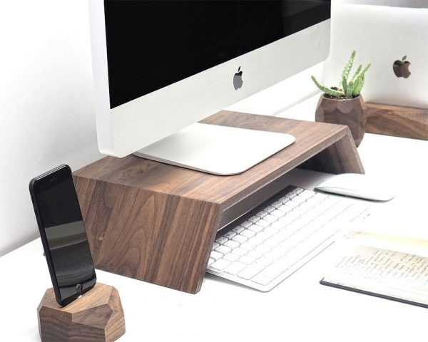 oakywood-monitor-standaard-walnoot-hout-wooden-monitor-stand-walnut-hoesie.nl